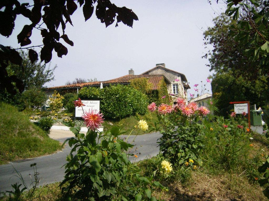 Hotel la vieille maison r servation gratuite sur viamichelin - Petit jardin hotel san juan saint paul ...