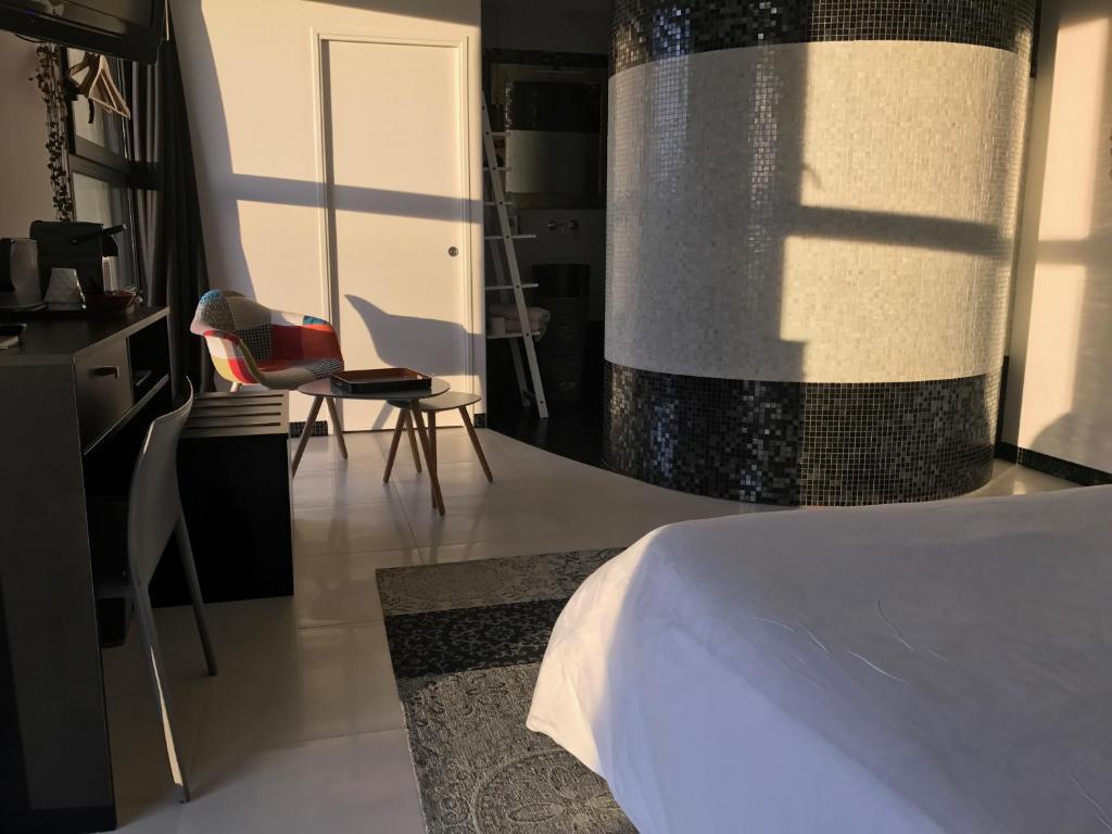 Chambre contemporaine bed breakfasts pleuven - Commode contemporaine chambre ...