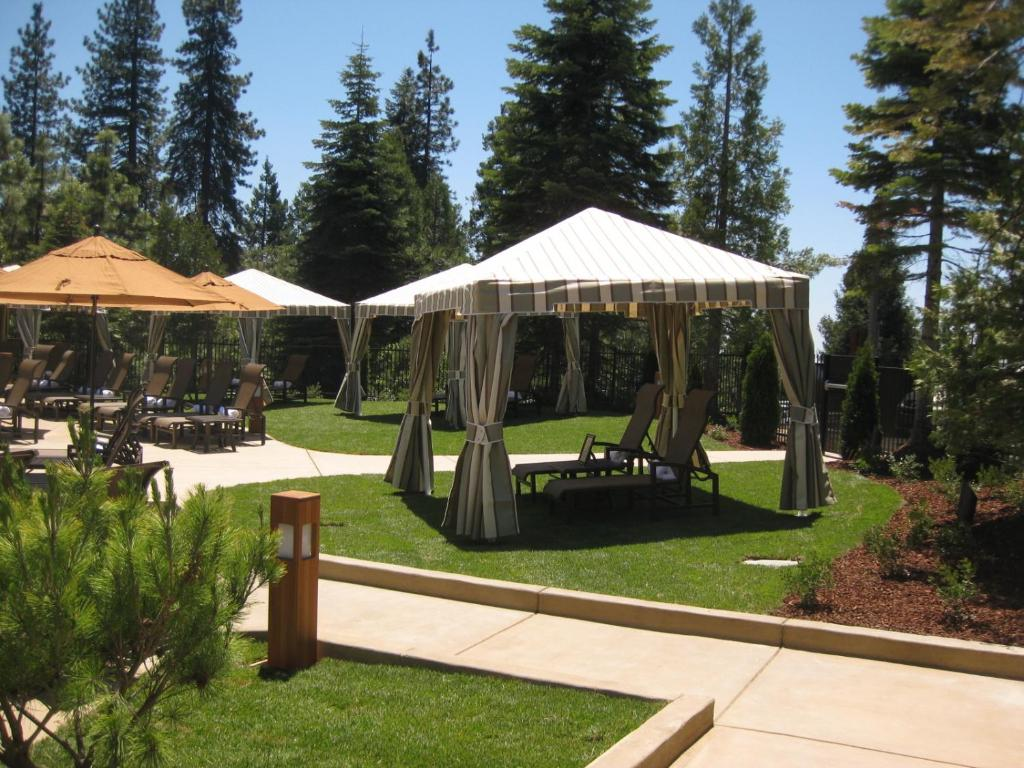 Tenaya lodge book your hotel with viamichelin for Fish camp ca hotels