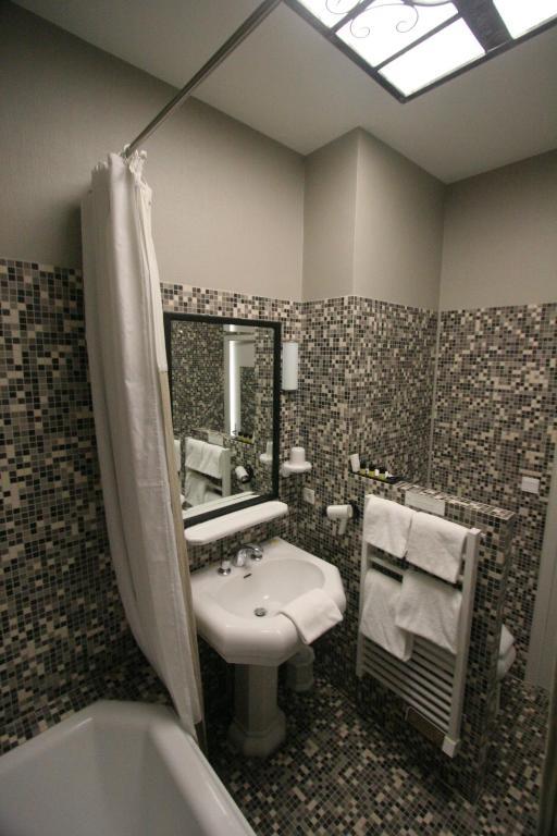 hotel st pierre saumur. Black Bedroom Furniture Sets. Home Design Ideas