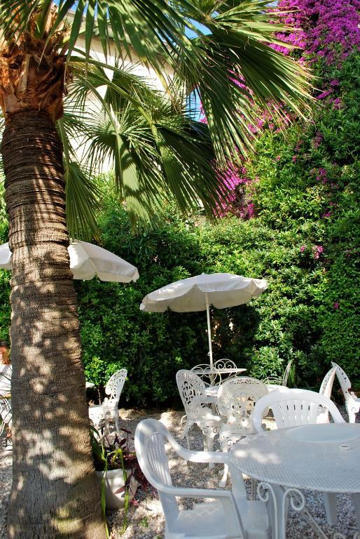 Hotel de charme regency beausoleil book your hotel for Azureva roquebrune cap martin piscine