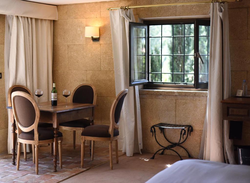 hotel le mas d 39 entremont aix en provence. Black Bedroom Furniture Sets. Home Design Ideas