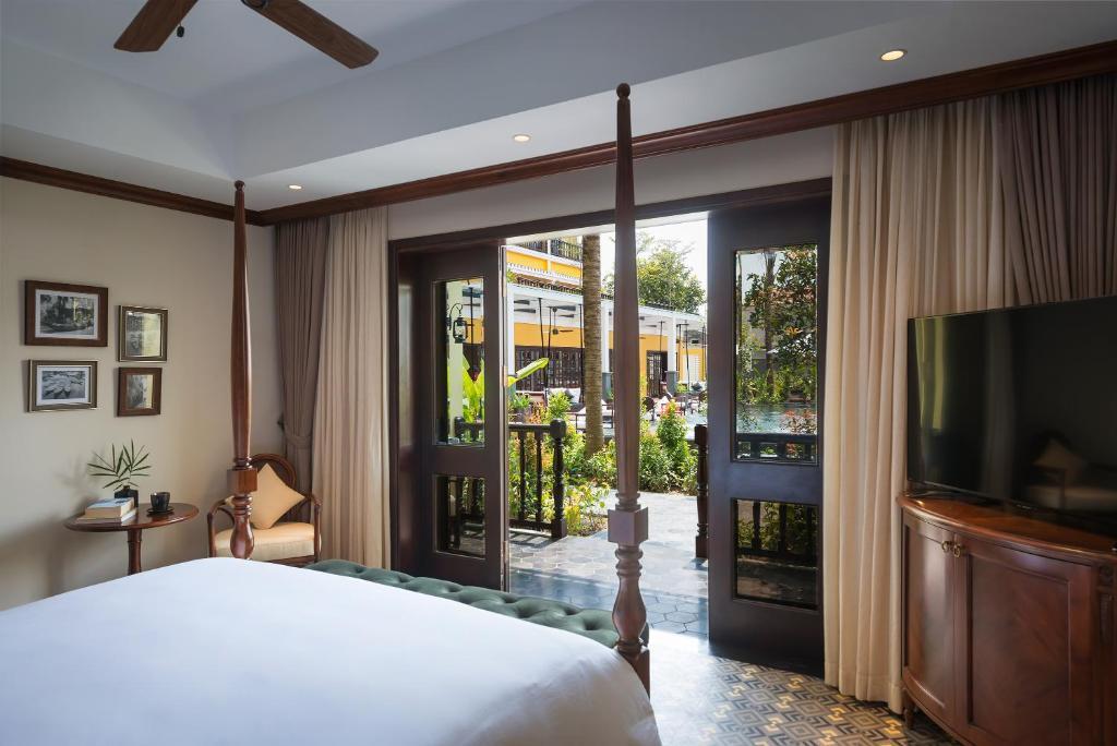 Suite Veranda Nhìn Ra Hồ Bơi - Cánh CLB