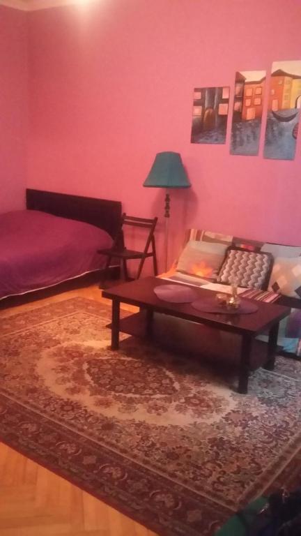 Violaceous rooms r servation gratuite sur viamichelin for Canape tbilisi