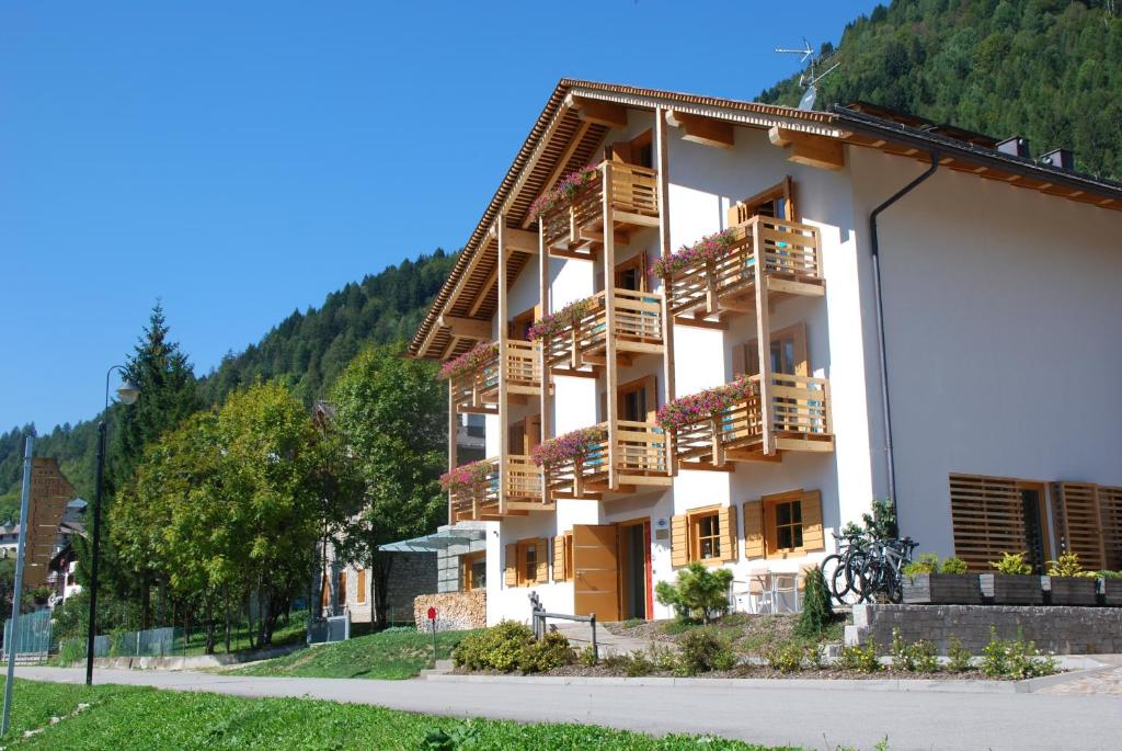 Hotel meubl villa gaia valle di cadore book your for Ecole des metiers du meuble