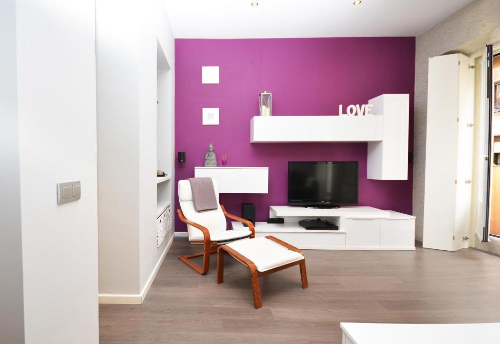 Apartamento moderno junto al museo reina sof a espa a for Hotel moderno madrid booking