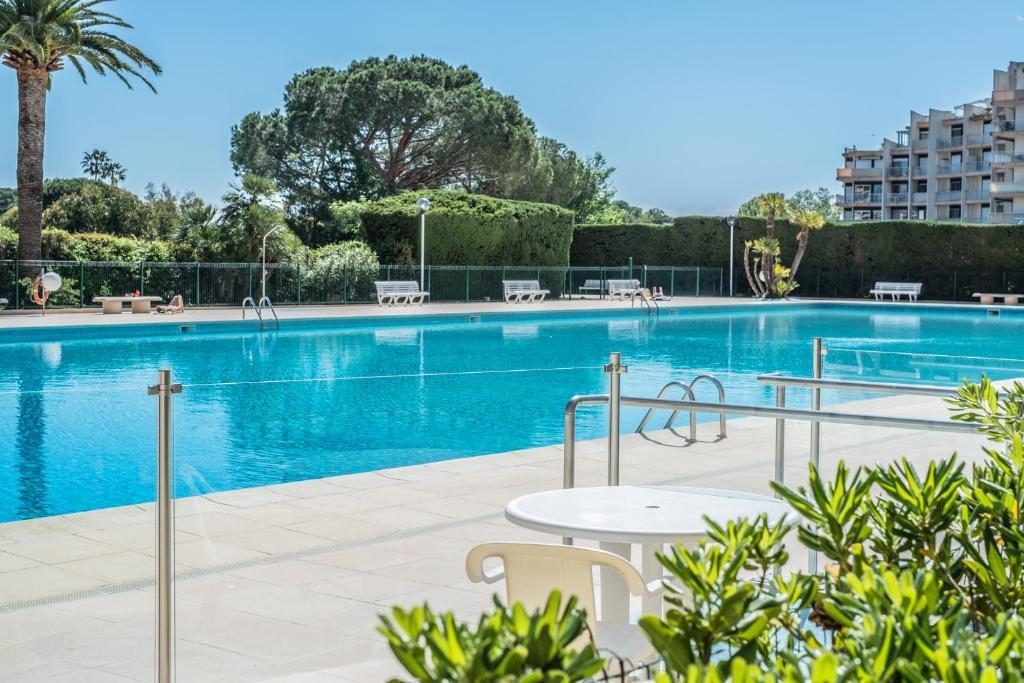 Appart hotel mandelieu r servation gratuite sur viamichelin for Appart hotel booking