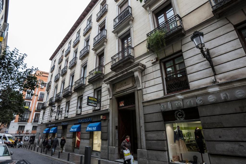 Puerta del sol pontejos madrid reserva tu hotel con for Hostal cerca puerta del sol