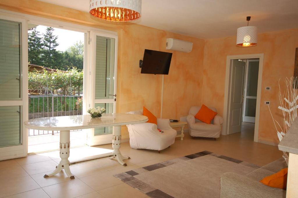 Casa veronica lucca prenotazione on line viamichelin for Salotto la veronica
