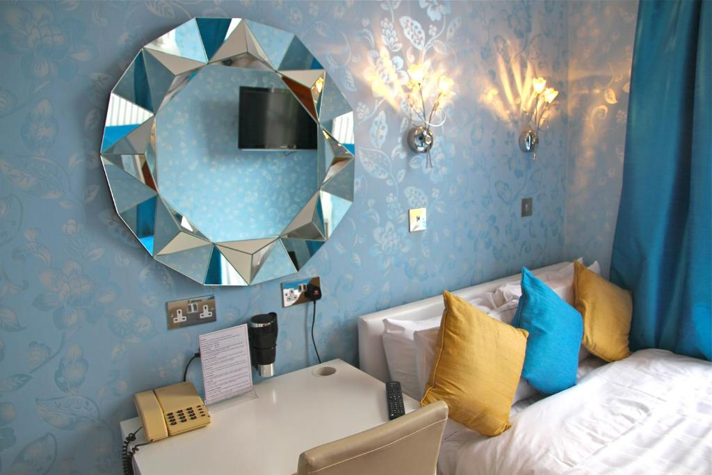 Crompton Guest House room 5