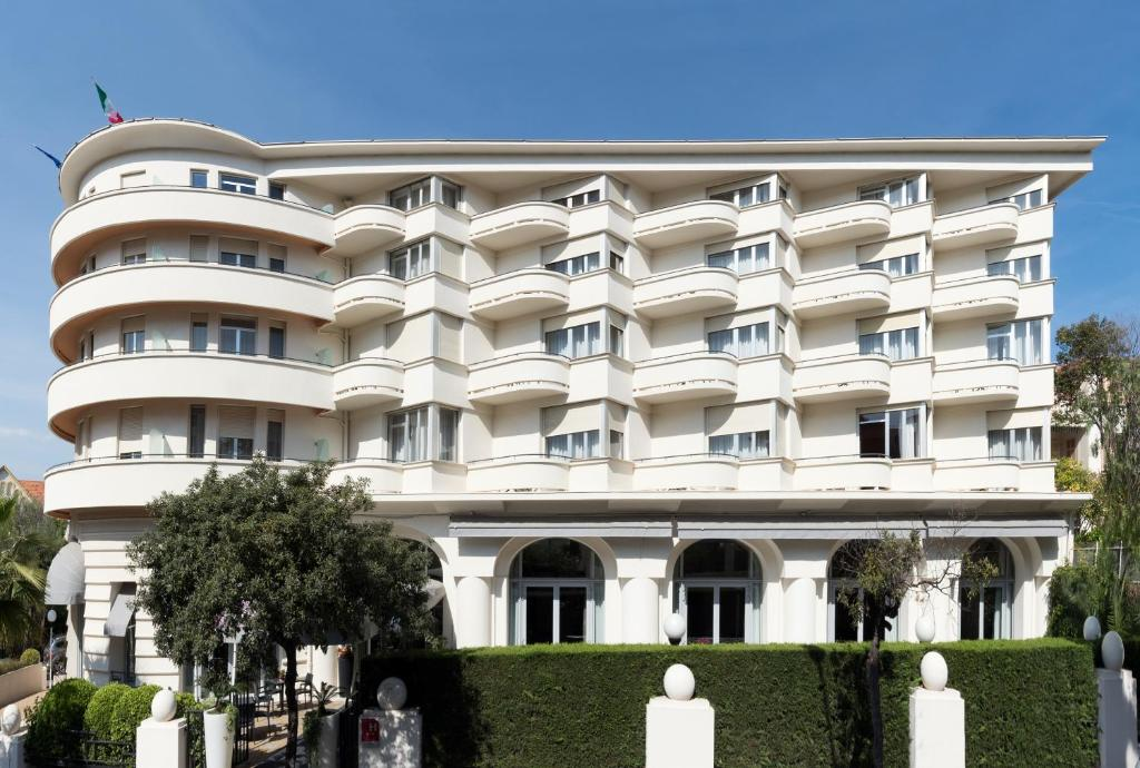 Hotel le grand pavois antibes juan les pins for Hotels juan les pins