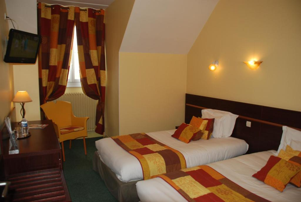 comfort hotel cathedrale lisieux   lisieux   online