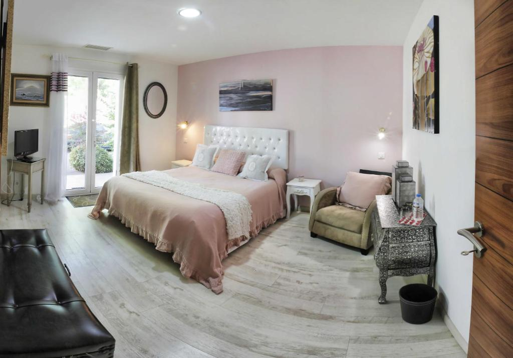 chambres d 39 h tes irrintzina saint p e sur nivelle. Black Bedroom Furniture Sets. Home Design Ideas