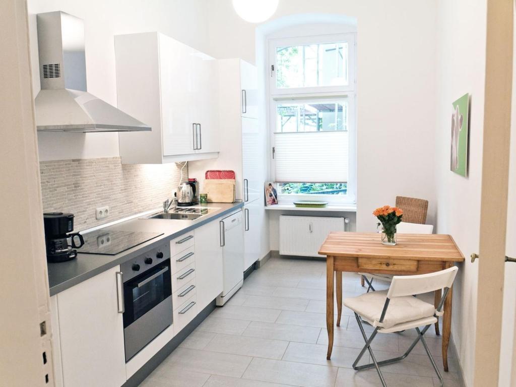 apartamento stylisches schillerkiez alemanha berlim. Black Bedroom Furniture Sets. Home Design Ideas
