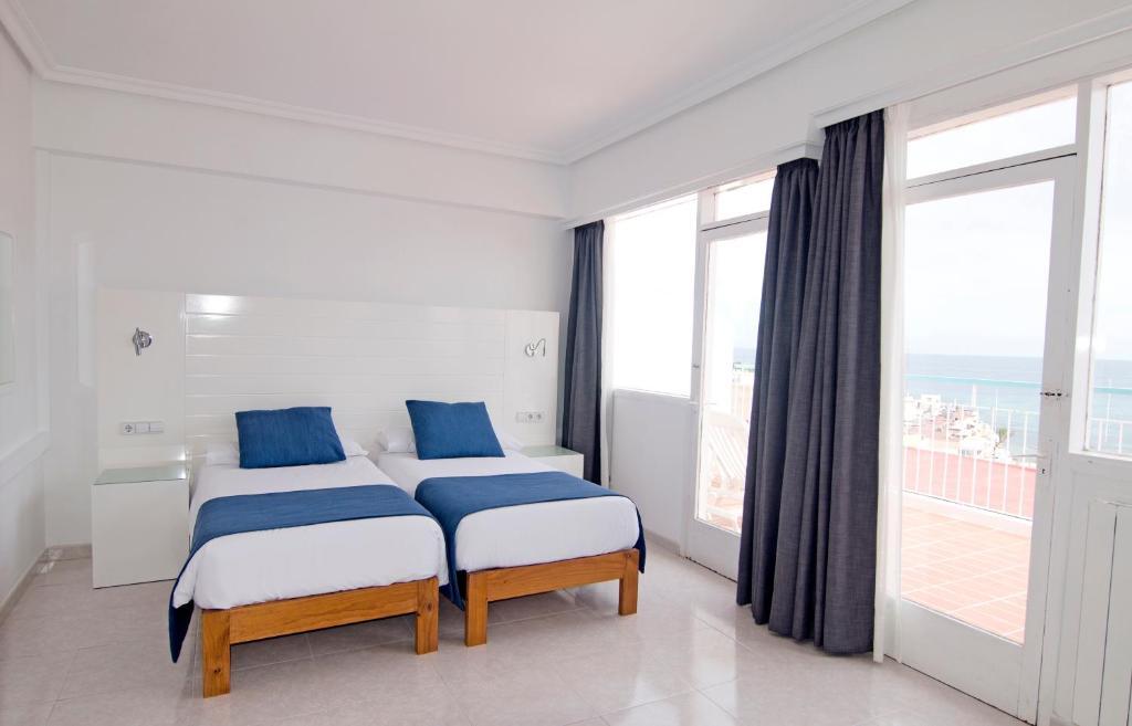 Giường trong phòng chung tại Hotel Central Playa