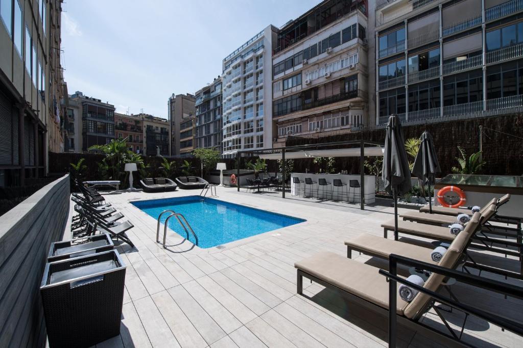 A piscina localizada em Catalonia Plaza Catalunya ou nos arredores