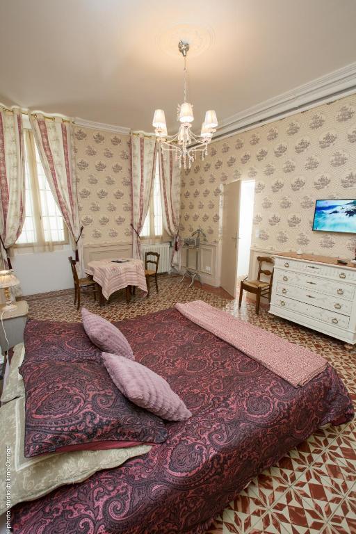 Chambres d 39 h tes la petite saunerie chambres d 39 h tes for Linge de maison avignon