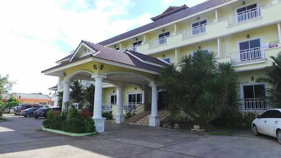 Monrawee Pavilion Resort