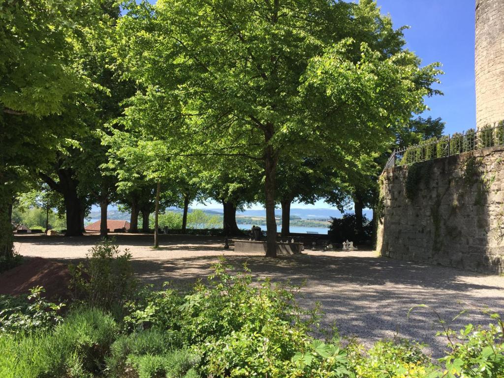Bnb zimmer eg bauernhaus burg r servation gratuite sur for Le jardin muntelier