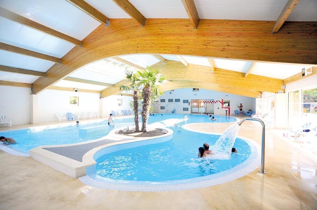 Maison de vacances route de la fouasse locations de for Camping royan piscine couverte