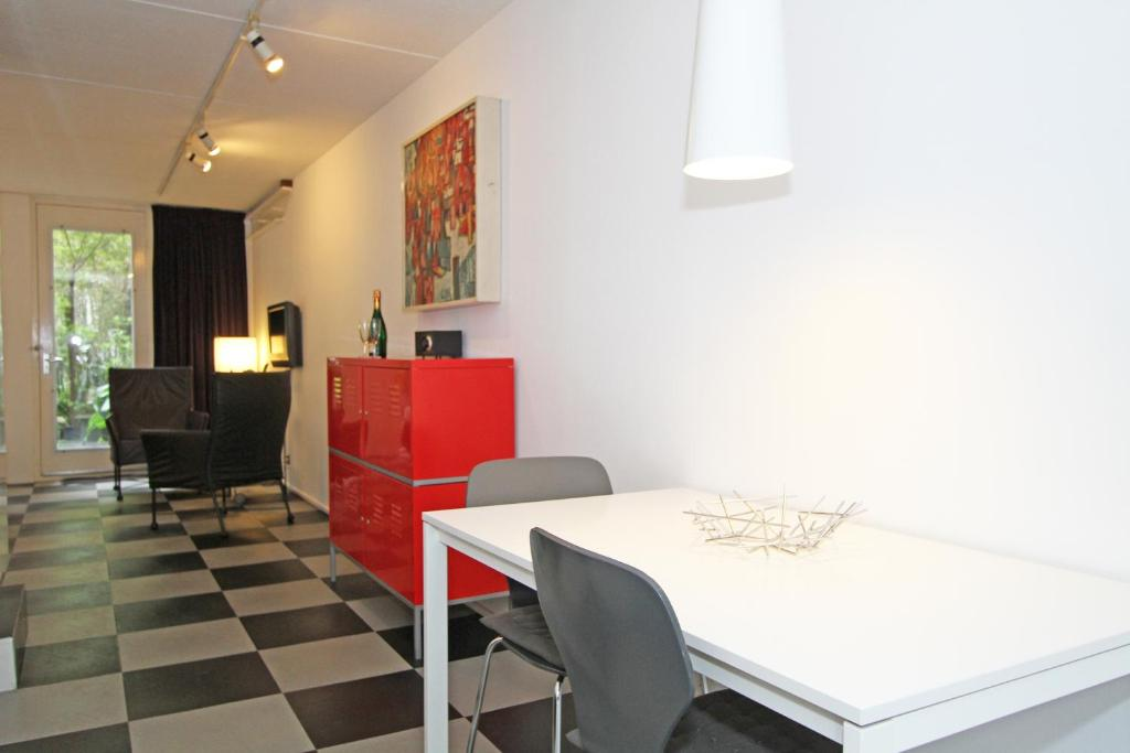 studio bloemgracht chambre d 39 h tes amsterdam. Black Bedroom Furniture Sets. Home Design Ideas