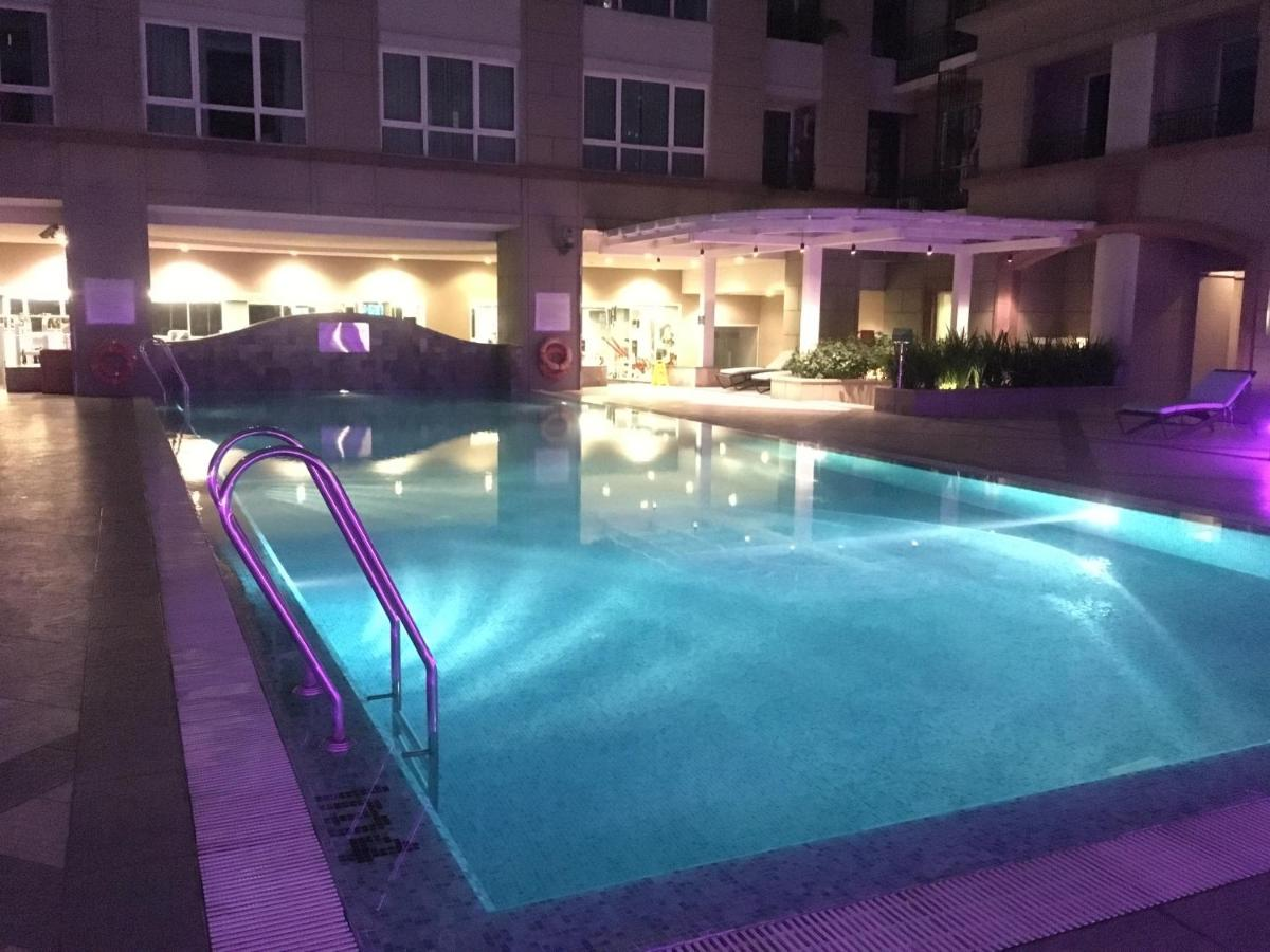 Room with beauty swimming pool
