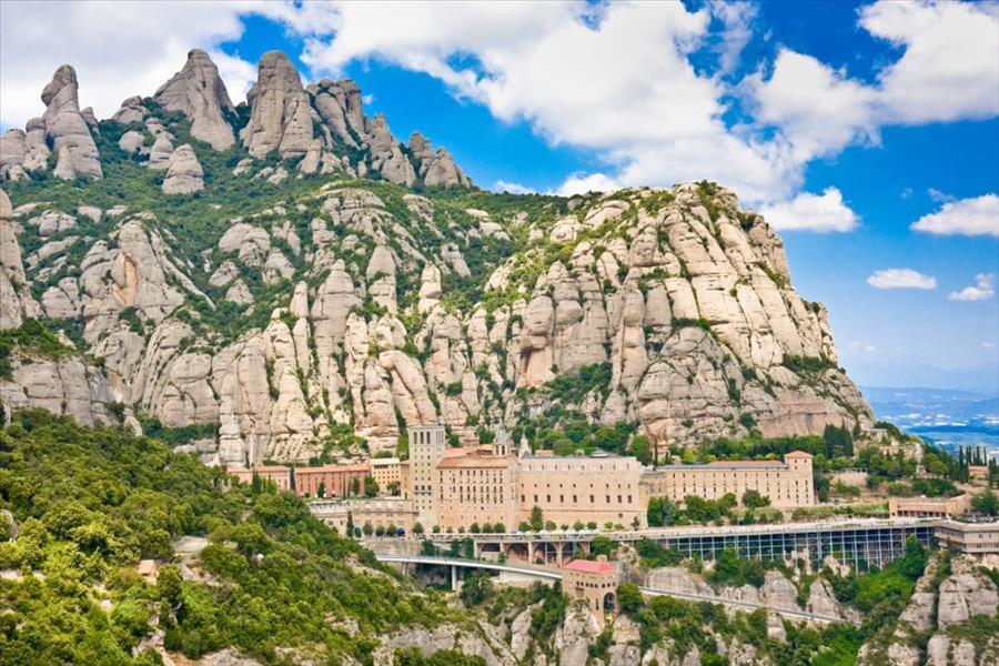 Castellar del Valles Villa Sleeps 10 Pool WiFi (Espanha ...
