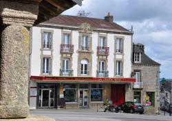La Croix D'or, 9 Place Bellanger, 56320, Le Faouët