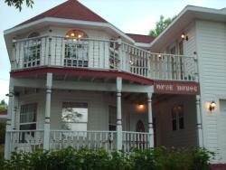 Aaron's Dove House Bed & Breakfast Harbourside, 108 Queen Street , B2A 1A6, North Sydney