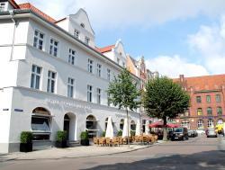 Hotel Schweriner Hof, Neuer Markt 1, 18439, Stralsund