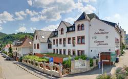 Hotel Naheschlößchen, Berliner Str. 69 / Ecke Rheingrafenstr., 55583, Bad Münster am Stein-Ebernburg