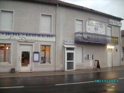 Hôtel La Ducasse, 1, place Jeanne d'Arc, 88630, Coussey