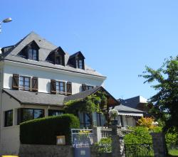 Hôtel Les Rochers, 1 place du Castillou, 65400, Saint-Savin