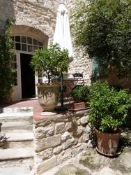 Maison D'Hôtes Les Remparts, 4 place raimond de Brignon, 30190, Brignon