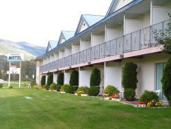 Monashee Motel, 1333 Trans Canada Hwy, V0E 2V0, Sicamous