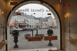 Le Cheval Blanc, 5 place Charles Bidault , 37150, Bléré