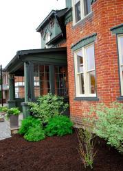 Van Gali's Cafe and Inn, 180 St. Andrew Street East, N1M 1P8, Fergus