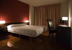 Hotel Millan, Avenida de Santiago, 15830, Negreira