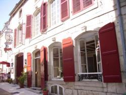 Hôtel Restaurant Henri IV, 15 rue du Bourg, 70600, Champlitte-et-le-Prélot