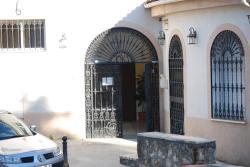 Hostal Joki, Plaza de Cuatro Caminos, 7, 14720, Almodóvar del Río