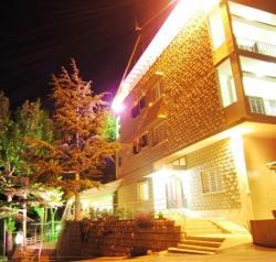 Monte Sannine Hotel Restaurant, Baskinta - Sannine - Zahleh road, 1205, Şannīn