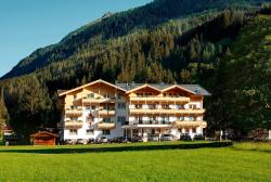 Familienhotel Grundlhof, Habach 16, 5733, Bramberg am Wildkogel