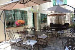 Hôtel Le Clos des Pins, 101 bis rue de la République, 83140, Six-Fours-les-Plages