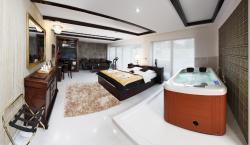 Lux Hotel Onyx, Svinošice 113, 67922, Lipuvka