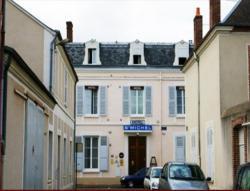 Citotel Hotel Saint Michel, 5 Rue Péan, 28 Place Du 18 Octobre, 28200, Châteaudun