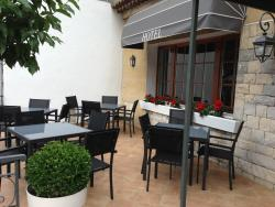 Hôtel Le Tivoli, 21 Place René Cassin, 04200, Sisteron