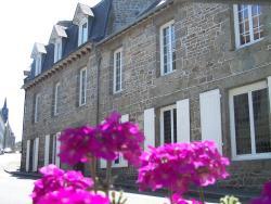 Hôtel du Commerce, 2, rue Rochonen, 22800, Quintin