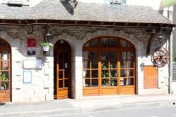 Hotel Restaurant des Deux Vallées, Avenue Du Pont De Truyère, 12140, Entraygues-sur-Truyère