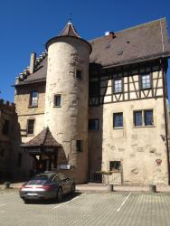 Schlosshotel Höfingen, Am Schlossberg 17, 71229, Leonberg