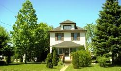 Susan's Retreat, 5311 Bridge Street, L2E2T4, Niagara Falls